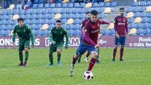 Kevin Presa se aleja del Pontevedra CF