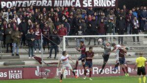 A Xunta prohibe a asistencia de máis de 300 espectadores en Pasarón pero permíteos Santiago