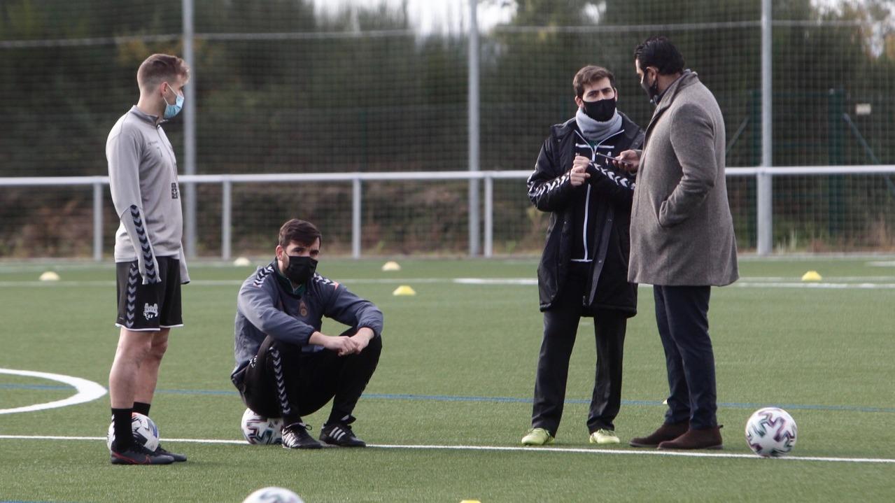 Jesús Ramos cesado y Roberto Feáns dimite como director deportivo del Pontevedra CF